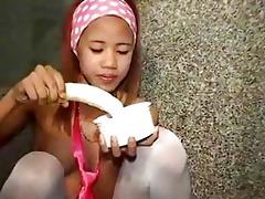 me thai beauty tia 71 like banana engulfing