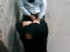 iraqi aged wench screwed by youthful stud in alley