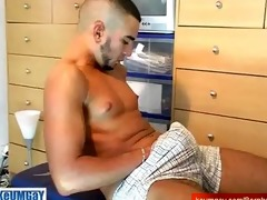 il-man, a very hawt arab boy receive wanked his